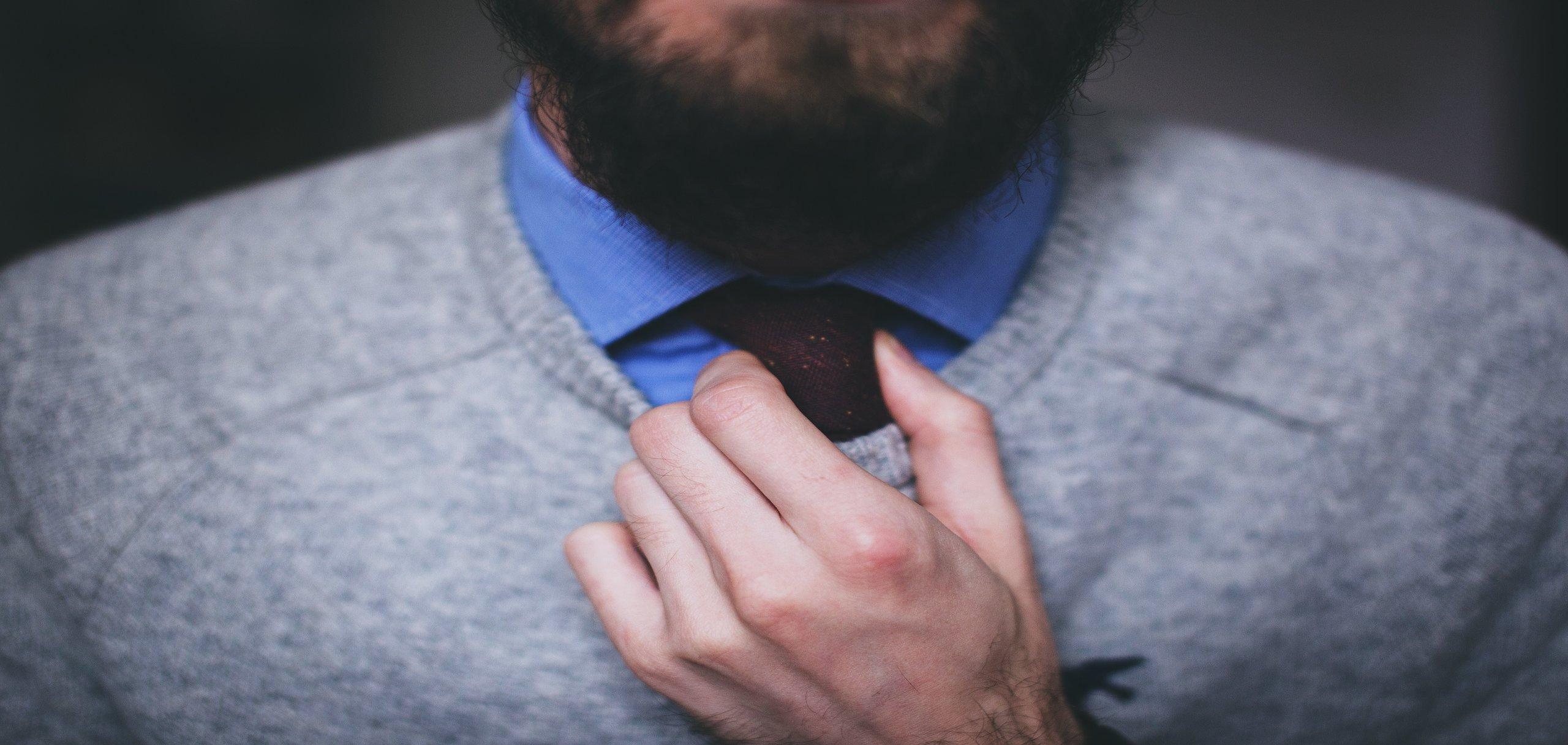 rsz_tie-businessman-pullover-man-12628_1